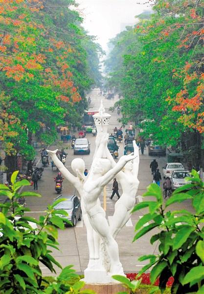 """""""崛起""""雕塑成为汕头的城市地标之一。"""